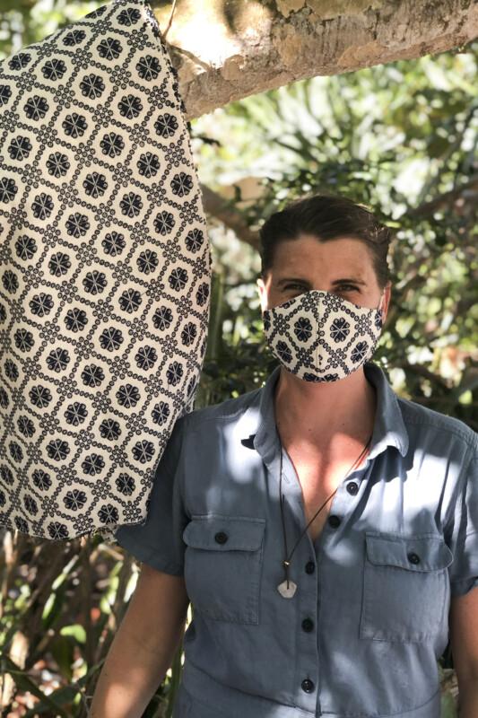 Flor de Cruzeta Face Mask
